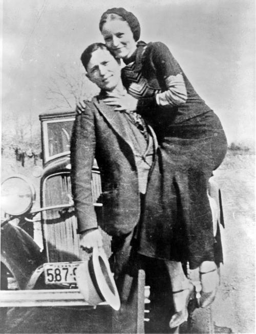 Gangsterska Sesja ślubna W Stylu Bonnie And Clyde