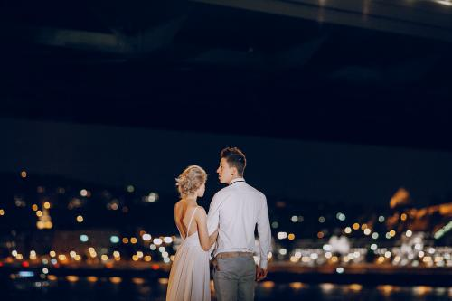 sesja ślubna panorama miasta nocą